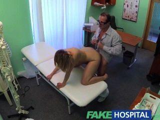 fakehospital geil Milf schluckt eine Last der guten Ärzte cum