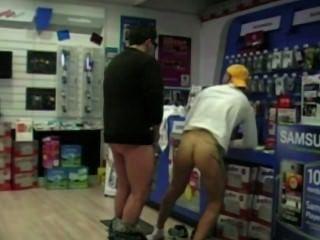 ein Kunde von einem Verkäufer Foto boutik versteckte Kamera gefickt! Schau !!!!