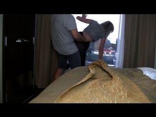 Hotel-Sex! Babe netzt Fenster