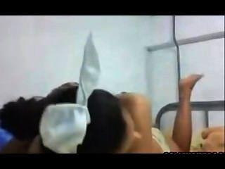 niedlich latina Hase Teen neckt Arsch und Fotze pt1
