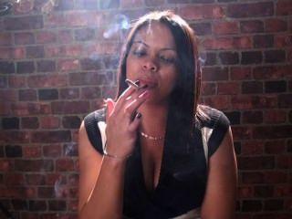 Rauchen Fetisch und Rauchen Mädchen sind nur das Beste in Ihrem Gesicht !!