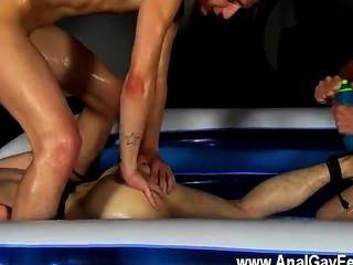 Homosexuell Twinks aber kann er einen steinharten Zerschlagung nehmen und etwas Pisse und Sperma
