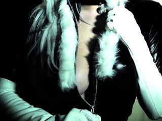 tessa fowler als schwarze Katze (Teaser)