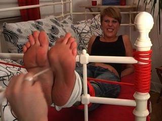 footfetish-Mädchen - meine Füße kitzeln