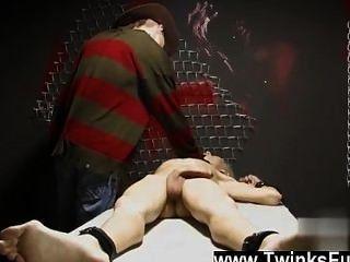 Video in einem seltsamen Traum ashton cody twink ist mit Schnur und durch eine entkleidet