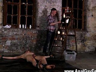 Homosexuell Fick in das Lager Boden gekettet und unfähig zu entkommen sein,
