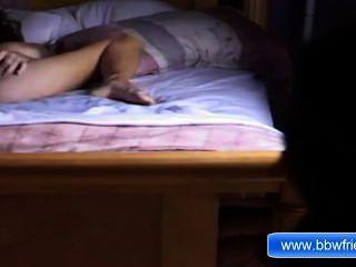 Ebenholz Mädchen allein Masturbation in ther Bett