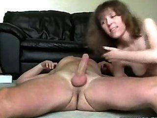 sexy geile MILF saugt und fickt ihre Ehemänner Hahn