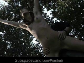 sexy Skinny Slave Espe gebunden und für Bondage Fantasie ausgebeutet