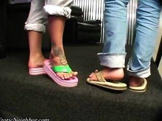 Lexi Lapetina sexy Füße necken