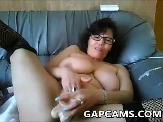 Amateur mollig Webcam zeigen Milf Dildo