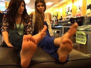 18-jährige Latina Füße
