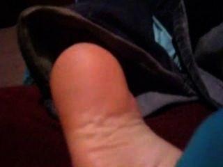 hausgemachte Kitzel - Socken und nackten Füßen