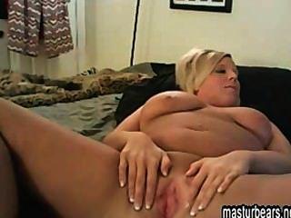 blonde britische Hausfrau fingern zu Hause