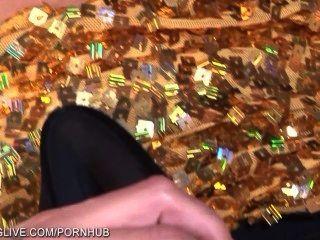Fußfetisch eingefärbt blonde wird wild mit ihrem Glasdildo in Strümpfen