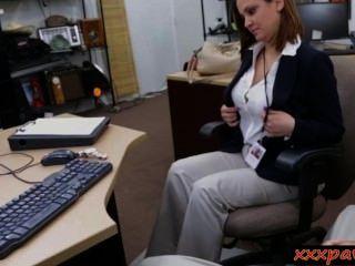 vollbusige Frau gefickt und facialed für Geld