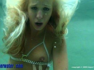 Teen wird gefickt unter Wasser