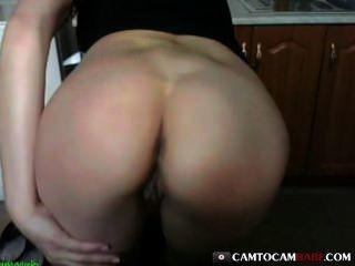 Big Butt Mädchen fickt Webcam Spielzeug