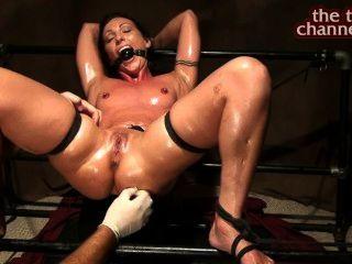 Vibrator Orgasmen und Feder Muschi Kitzel