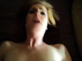 Sexy Rothaarige wird gefickt