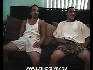 zwei leckeren Jungen masturbieren porno Video.