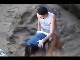 Voyeur Video von einem Paar am Strand intensiven Sex
