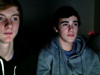 zwei Jungen einen Nocken