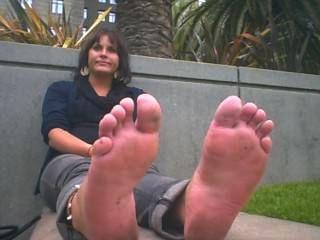 Dame hat schrecklich riechender Füße aus Wohnungen