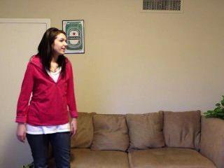 Hinterzimmer Casting - sie liebt Kopf zu geben