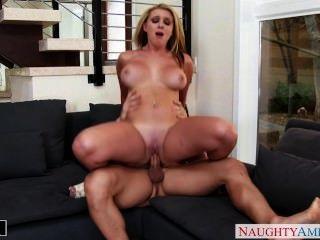 blonde brooke wylde bekommt große Titten gefickt