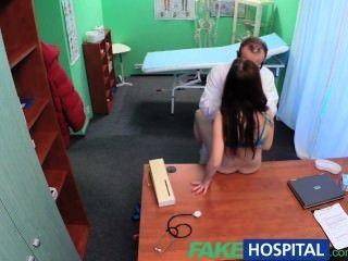 fakehospital sexy Patient hat eine große Überraschung für den schmutzigen Arzt