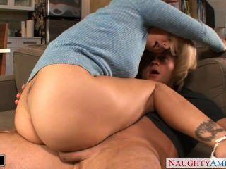 Blondie julia ann wird genagelt und facialized