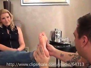 Massage-Client bekommt Füße schneiden gereinigt