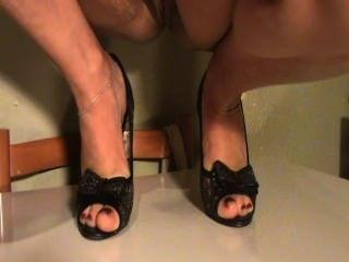 Füße reifen meine Frau in den Schuhen
