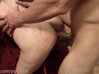degradierten anal piggie tut Arsch zu Mund mit zwei Jungs und isst ihre Esel