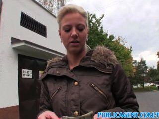 publicagent Zunge blonde fucks in der Öffentlichkeit durchbohrt