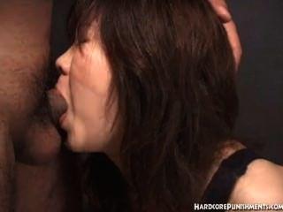 japanische Frauen gibt Blowjob während in einem Seil zusammengebunden