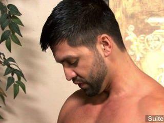 leidenschaftlich Brünette Homosexuell dominic pacifico gibt Kopf und wird hart gefickt