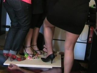 Italienische Frauen in High Heels trampeln