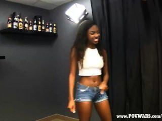 pov Kriege schwarze Mädchen ruft von 5 weiße Jungs gefickt