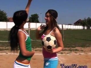 sportlich Jugendliche einander kaute