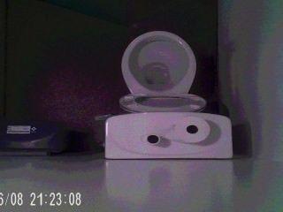 Junge Reinigung nach einer wichsen versteckte Kamera bis
