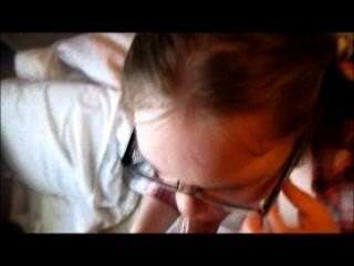 nerdy Mädchen Pussy zum Mund dp hündchenart