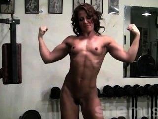 pornstar Inari Vachs zeigt ihren Körper fit aus