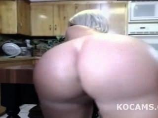 schwarze Kerl lecken Frau Muschi in der Küche leben