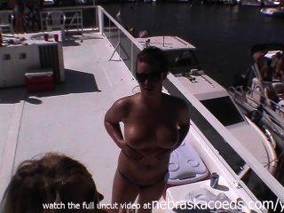 Zwillingsschwestern Home-Video während nackt durchgesickert privates Video Party
