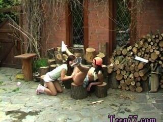 Schneiden von Holz und Muschi lecken