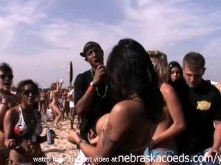 größten Strand-Party der Welt echte Mädchen Pussy und Titten padre blinken
