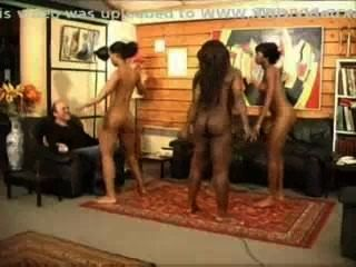 schwarze Mädchen nackt tanzen