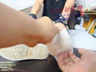 chinesisches Mädchen kitzeln